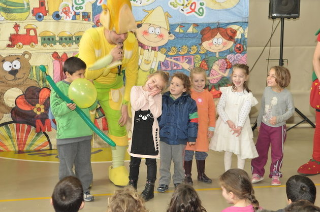 Presto ID 74668290 This is the Jaffa branch of ìYad bíYadî ó or ìHand in Handî in both Hebrew and Arabic ó a school made up of four kindergarten and two first-grade classes that aims to respond to growing Jewish-Arab segregation and violence with mutual respect and open dialogue. [Via MerlinFTP Drop]