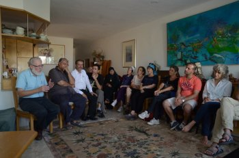 An interfaith group gathered in a private home on Sept. 21, 2015 to diffuse potential tensions over how Jews and Muslims celebrate Yom Kippur and Eid al-Adha, two holidays that overlap this year. Two dozen people of various faiths heard a rabbi explain the laws and traditions of Yom Kippur, the Jewish Day of Atonement, and a Muslim sheikh explain the laws and traditions of Eid al-Adha, the Muslim holiday that honors the willingness of Ibrahim (the biblical Abraham) to heed God's order to sacrifice his son. Photo courtesy of The Abrahamic Reunion